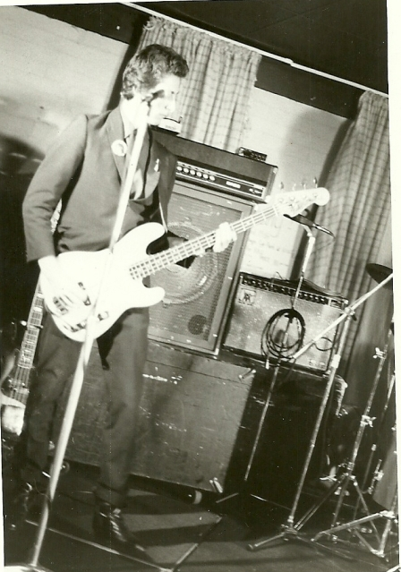 Ken Seymour, Manikins bass player