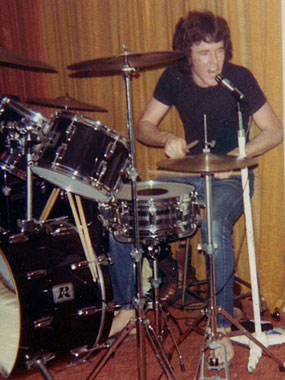 Max Kittler on drums, Hernando's Hideaway, Perth, 1978