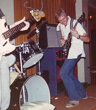 Ross Buncle in manic mode, Hernando's Hideaway, Perth 1978