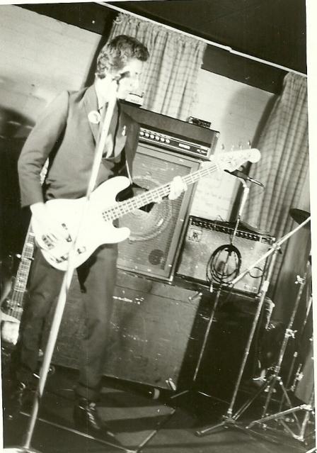 Ken Seymour, Manikins bass player
